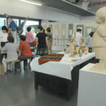 卒業生らによる桐文祭(展示会場)の様子(同時開催)。