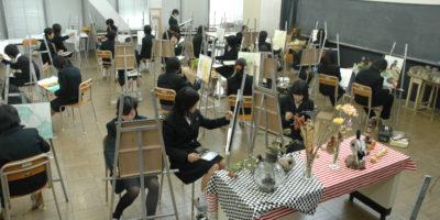 1年生授業は「透明水彩による静物画」です