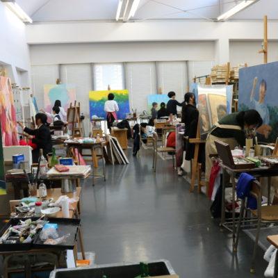 創造表現コース授業レポート(3年生 油絵)油絵大作も佳境に入っています