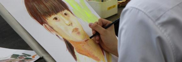 創造表現コース授業レポート「1年生 自画像着彩」